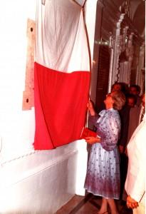 Il-President ta' Malta Agatha Barbara tikxef irħama kommemorattiva