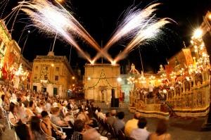 Nar Sinkronizzat mal-Mużika waqt il-Vittoriosa in Festa